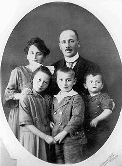 The Rosenfelder family in August 1922