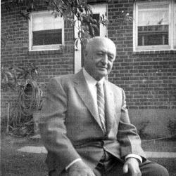 The photo shows Lazarus Eisen in New York, around 1952.  The picture was provided by Walter Reed.